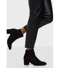 duffy studded boots heel