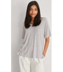 trendyol v-ringad t-shirt i viskos - white