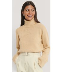 afj x na-kd high neck knitted sweater - beige
