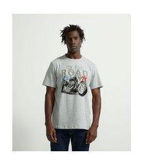 "camiseta comfort manga curta em algodão ""on the road"" | marfinno | cinza | p"