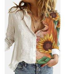 camicetta a maniche lunghe con bottoni a risvolto stampato floreale del fumetto