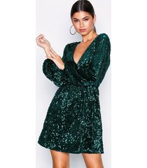 nly trend perfect velvet sequins dress paljettklänningar