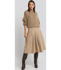 na-kd classic tailored pleated midi skirt - beige