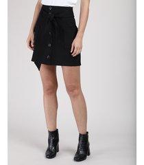 saia feminina curta com bolsos e faixa para amarrar preta