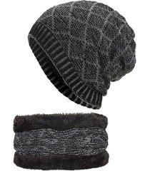 cappellino con sciarpa ad anello in lana a rombi