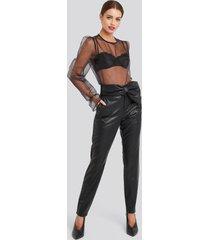 na-kd party bow detail faux leather pants - black
