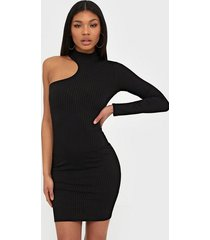 nly one asymmetric sleeve dress fodralklänningar