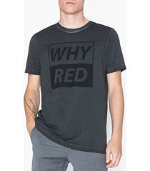 whyred art oil dyed whyred print t-shirts & linnen black