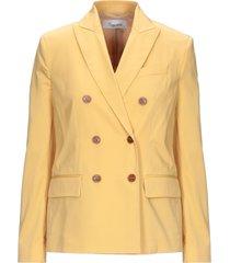 brag-wette suit jackets
