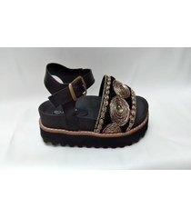 sandalia  negra  tres corazones 671
