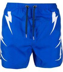 neil barrett short de natação com estampa de raio - azul