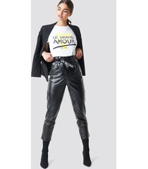 na-kd trend paperwaist patent leather pants - black