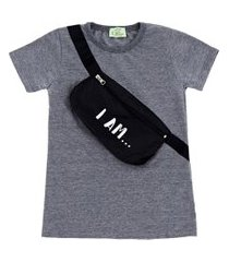 t-shirt com pochete estampada i am chumbo