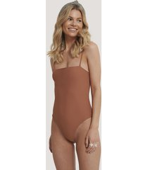 na-kd swimwear baddräkt med tunna band - brown