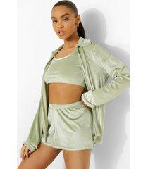 velours blouse, crop top en shorts, sage