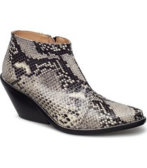 ava snake shoes boots ankle boots ankle boots with heel svart henry kole