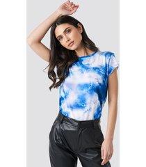 na-kd trend aquarelle printed raw edge tee - blue
