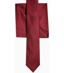 mens burgundy textured tie with burgundy pocket square