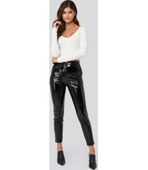 adorable caro x na-kd highwaist patent pants - black