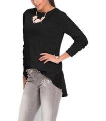 camiseta negra de punto con cuello redondo y diseño patchwork