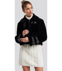 adorable caro x na-kd faux fur cropped jacket - black