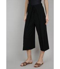 calça feminina pantacourt canelada com amarração preta