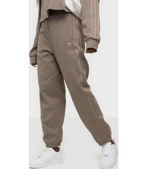 adidas originals cuffed pant byxor brown