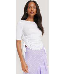 na-kd trend side tie cropped t-shirt - white