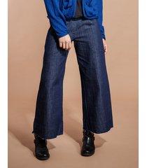 jeansy z organicznego materiału