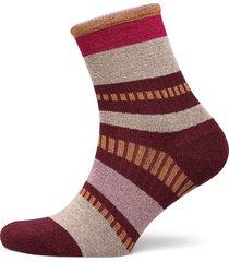 daphne block lingerie socks regular socks röd becksöndergaard