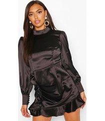 petite satijnen jurk met franjes en hoge hals, zwart
