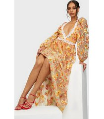 for love & lemons winnie embroidered maxi dress maxiklänningar