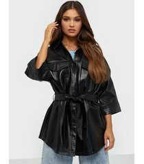 j lindeberg janis-patent leather skjortor
