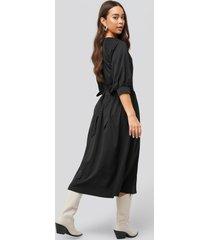 na-kd belted balloon sleeve dress - black