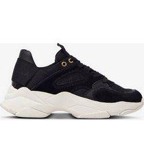 sneakers ac night
