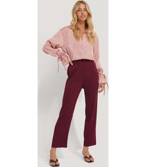 na-kd trend elastic waist pleated pants - burgundy