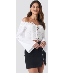 donnaromina x na-kd front tied crochet blouse - white