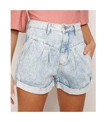 short baggy jeans marmorizado com pregas e barra dobrada cintura super alta azul claro