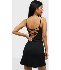 nly trend crossed back dress loose fit dresses