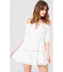 debiflue x na-kd off shoulder crochet dress - white