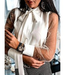 blusa de manga larga con diseño de amarre de cuello alto blanco