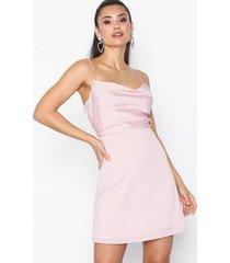 nly trend cami dress fodralklänningar ljus rosa