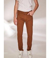 pantalón marrón prototype full color