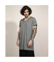 camiseta unissex alongada manga curta gola v cinza mescla escuro