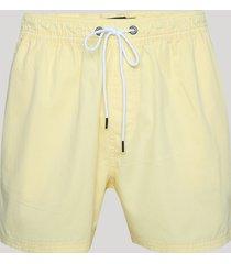 bermuda de sarja masculina relax com bolsos amarelo claro