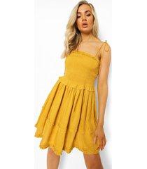 geplooide skater jurk met laagjes en strik, mustard