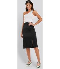 na-kd trend front slit satin skirt - black