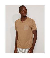 camiseta masculina básica com bolso manga curta gola careca caramelo