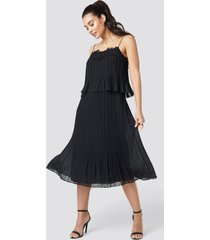 trendyol pleat detail midi dress - black