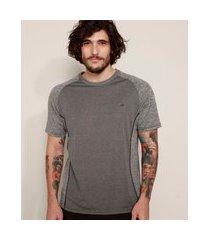 camiseta masculina esportiva ace com vivo manga curta gola careca cinza mescla escuro